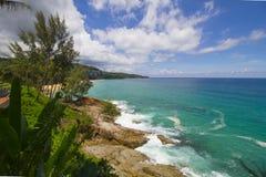 海洋海石头海滩 免版税库存图片