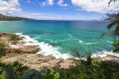海洋海石头海滩 免版税库存照片