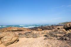 海滩海洋岩石海岸线 免版税图库摄影