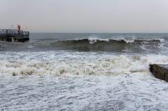 海洋海滩海积累一场大波浪风暴 免版税库存照片