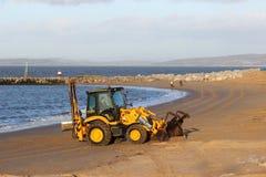 海滩清扫,莫克姆,兰开夏郡 免版税库存照片