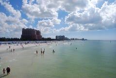 海滩清楚的水 库存图片