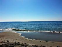 海滩漫步 免版税库存图片