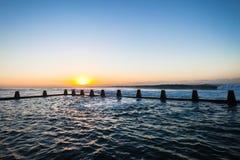 海洋潮汐水池挥动黎明 免版税库存图片