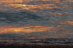 海滩灼烧的日出 库存图片