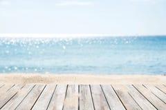 海滩热带沙子的海运 图库摄影