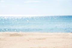 海滩热带沙子的海运 库存照片