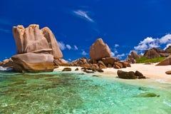 海滩热带的塞舌尔群岛 免版税库存图片