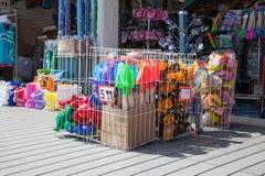 海滩玩具待售 免版税库存图片
