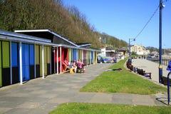 海滩瑞士山中的牧人小屋, Filey,约克夏 免版税图库摄影