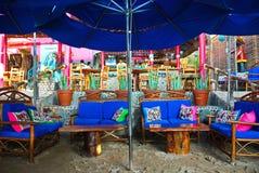 海滩的五颜六色的墨西哥餐馆 免版税库存图片