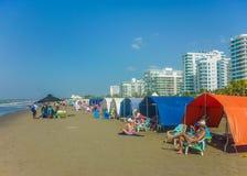 海滩的人们在卡塔赫钠 免版税图库摄影