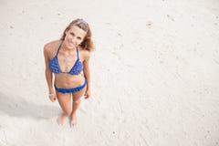 海滩的俏丽的妇女 库存照片
