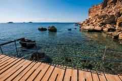 海滩的全景在礁石的, 库存图片