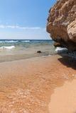 海滩的全景在礁石, Sharm El谢赫的 库存图片