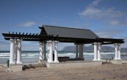 海滩的南非露天亭子 免版税库存照片