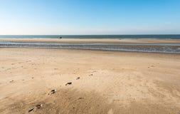 在海浪的孤立马车手 库存照片