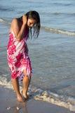 海滨的妇女 免版税库存图片