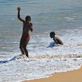 海滩的孩子在斯瓦科普蒙德,纳米比亚 图库摄影