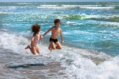 海滩的孩子 免版税库存图片