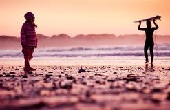 海滩的小女孩 免版税图库摄影