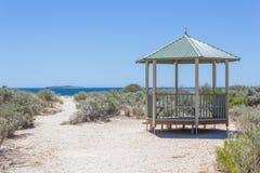 海滩的小屋 免版税图库摄影