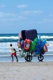 海滩的小贩 库存照片