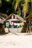海滩的当地热带房子bantayan海岛,圣塔菲菲律宾, 08 11 2016年 免版税图库摄影