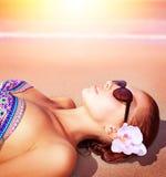 海滩的性感的妇女 免版税库存图片