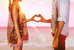 海滩的恋人 免版税库存照片