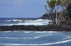 海洋的愤怒反对银行的 免版税库存图片