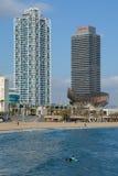 海滩的摩天大楼在巴塞罗那,西班牙 库存图片