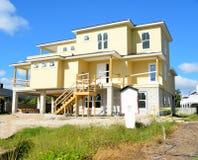 海滩的新房 免版税库存图片