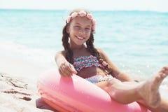 海滩的时尚孩子 免版税库存照片