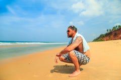 海滩的有胡子的人 免版税库存图片