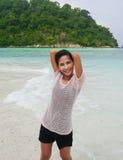 海滩的松弛女孩 库存图片