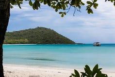 从海滩的海视图在Pai海岛上 库存照片