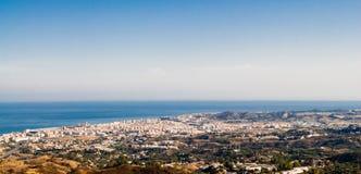 海洋的游览城市反对空的天空 库存照片