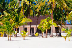 海滩的热带房子bantayan海岛,圣塔菲菲律宾, 08 11 2016年 免版税库存照片