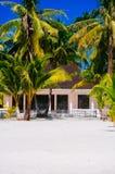 海滩的热带房子bantayan海岛,圣塔菲菲律宾, 08 11 2016年 库存照片