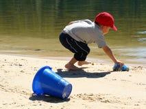 海滩的男孩 库存照片