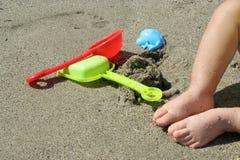 海滩的男孩 库存图片