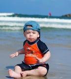 海滩的男婴 库存图片