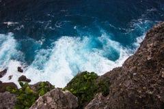 海洋的看法从峭壁的 免版税库存图片
