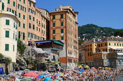 海滩的看法从峭壁的 免版税库存照片