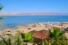 海滩的看法死海,以色列 免版税库存图片