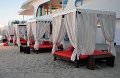 海滩的眺望台休息室 库存照片