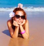 海滩的美丽的女性 免版税图库摄影