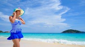海滩的美丽的妇女在泰国 图库摄影