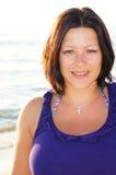 海滩的美丽的妇女 免版税库存照片